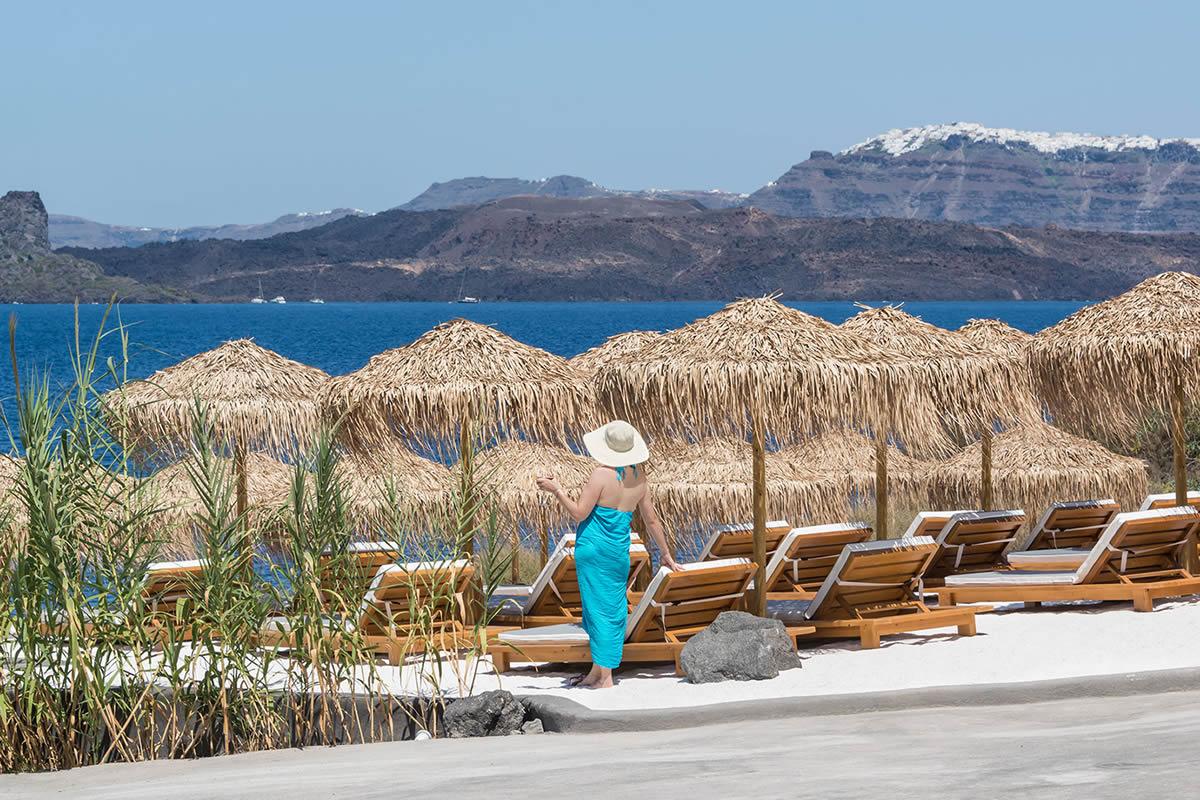 Santorini Akrotiri Beach Tour